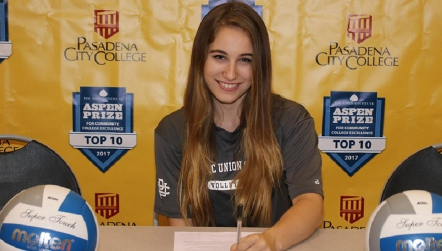 Photo for Women's Volleyball Welcomes Transfer Setter Hannah Clarke